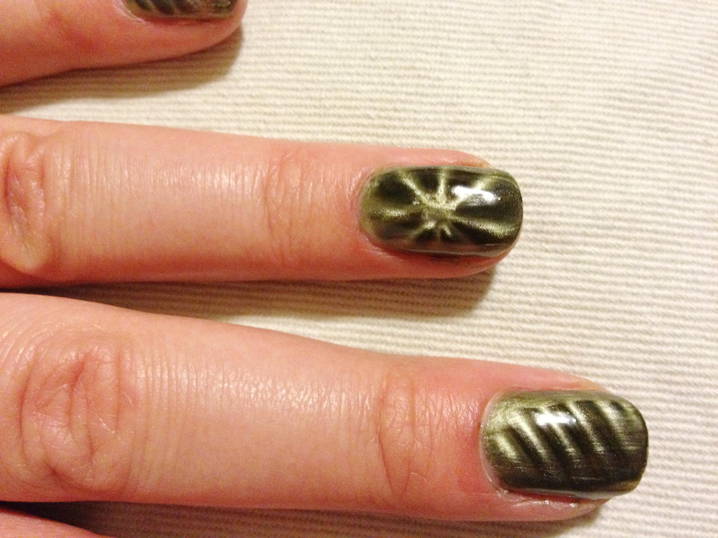 china_glaze_magnetix_cling_on_star_accent_nail.jpg
