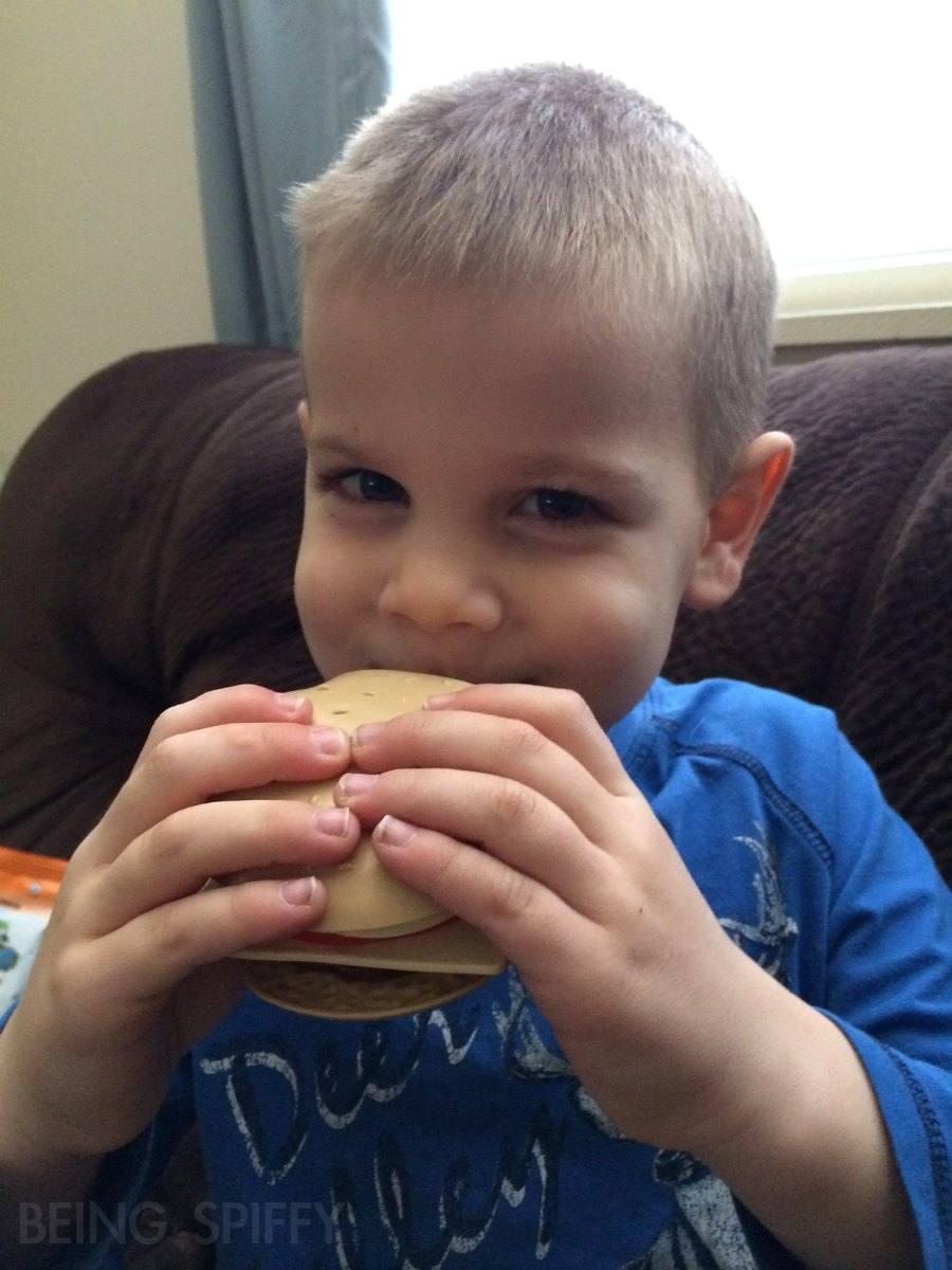 citrus_lane_eat_hamburger_toy.jpg