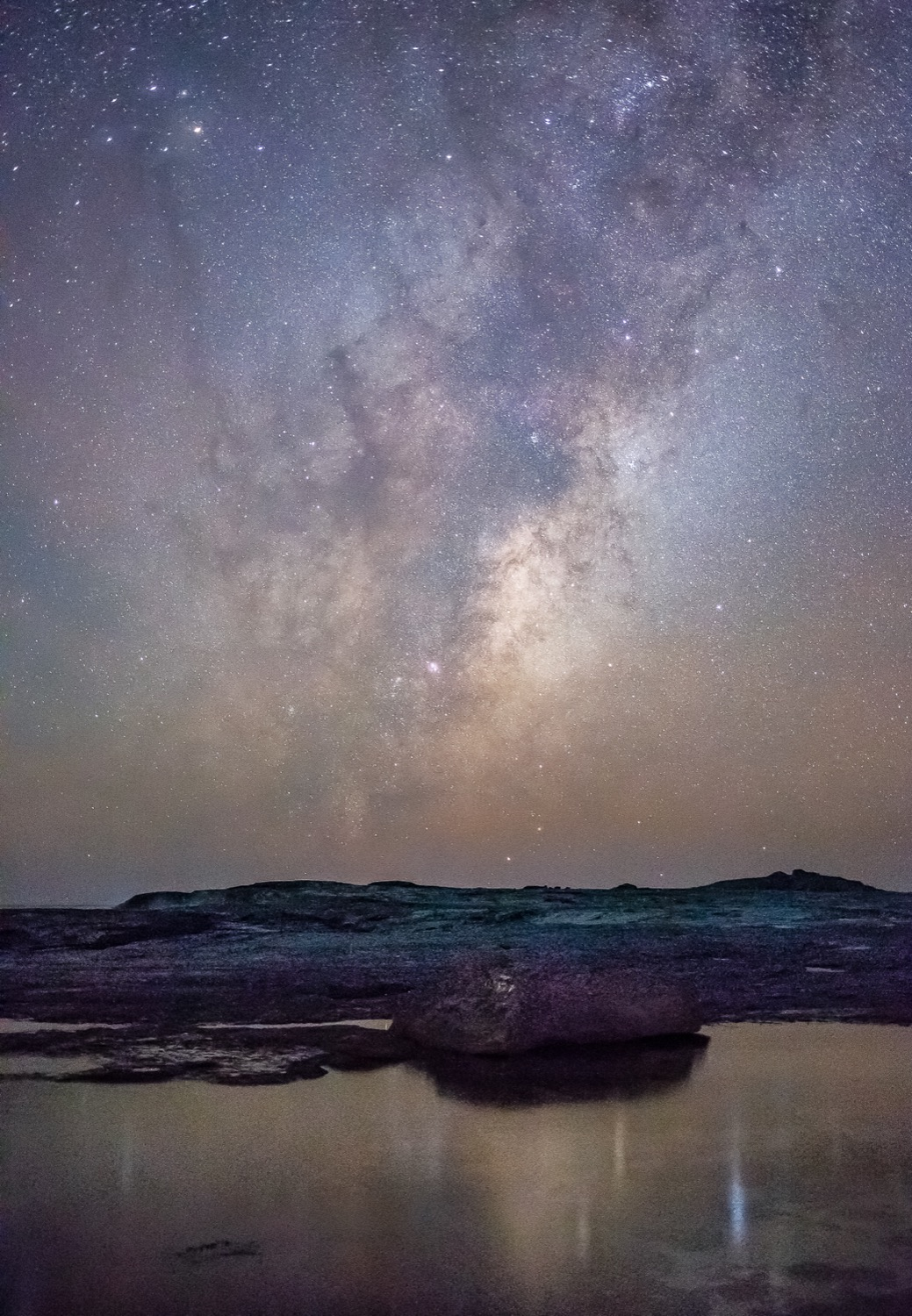 Amber airglow