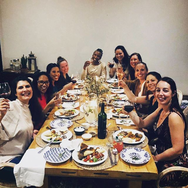 September birthday throwback... A year ago I hadn't met any of these amazing women and this year I got to sit around the table, celebrate my birthday with them and call them my friends ❤️ We meet at least once a month for a delicious dinner at one of our homes and it is the perfect soul food we all badly need. Thank you to all of you for all the love, support, friendship, the loud laughs and of course, the exercise!! 💪🏻💃🏻👯‍♀️🤣💕