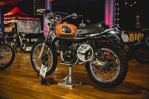 Kris Zellmann's 1972 Husqvarna 450 WR at Mama Tried Show ✨ 📷 @lowbrowcustoms #mamatriedshow #milwaukee #motorcycleshow