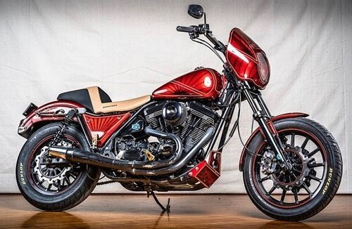 "The ""Red Rocket"" FXR of Buddy Suttle (@harleywheelies) at Mama Tried Show ⚡️💪🏽 Photos: @davidcarlophotography #mamatriedshow #milwaukee #motorcycleshow"