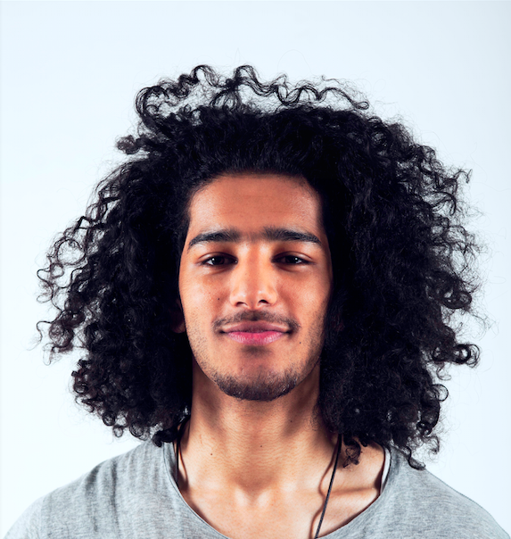 """- Jeffrey is een autodidact met stevige bagage in de urban dansstijlen: hip hop, breakdance en popping.Wat begon als hobby op 18 jarige leeftijd is uitgegroeid tot het dansen in voorstellingen van o.a. Don't Hit Mama, DOX en Solid Ground Movement.Workshops en choreografie heeft Jeffrey bij het Spinoza Lyceum verzorgd. Naast freelance werk ligt zijn focus nu op onderzoek en creatie met 'Brotherhood Dance Collective'."""" Jeffrey is in de Bühnenbiest producties Kriebels in mijn bil en Masker af! te zien."""