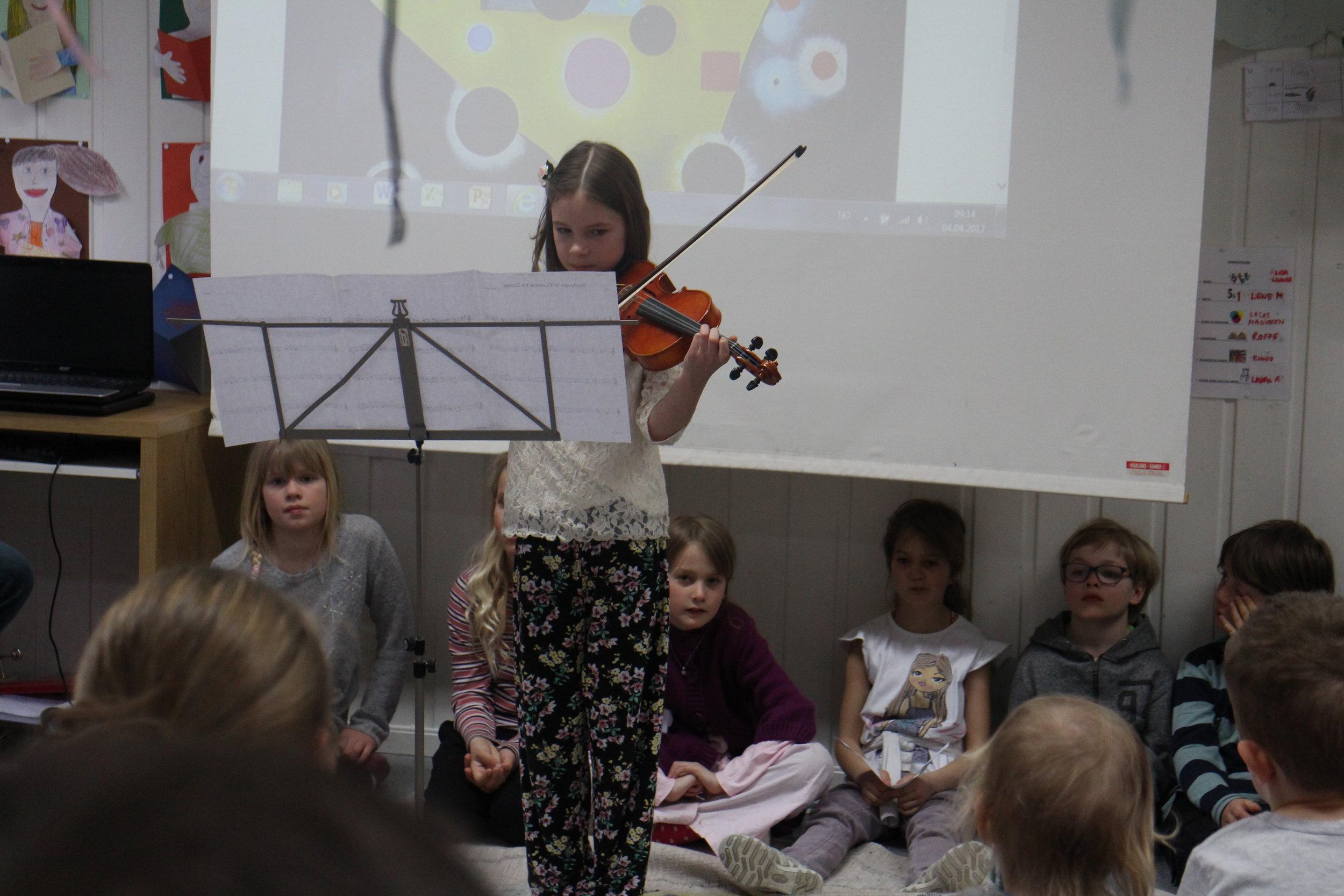 Linnea spilte vakkert på fiolin