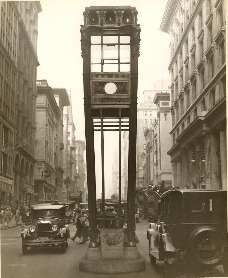Traffic Tower on Fifth Avenue & 34th Street, 1922