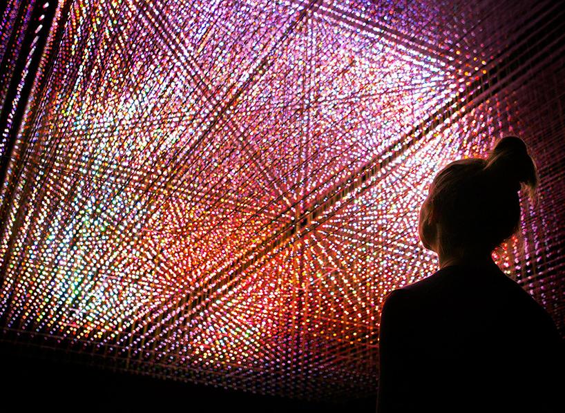 teamlab-living-digital-space-and-future-parks-pace-gallery-designboom-02.jpg