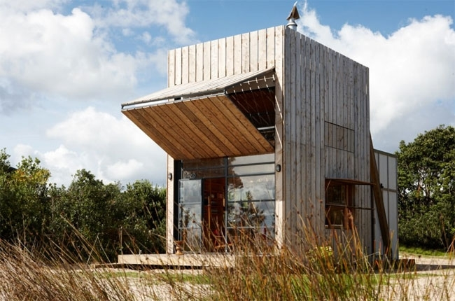 Shipping-Container-Guest-House-02.jpg
