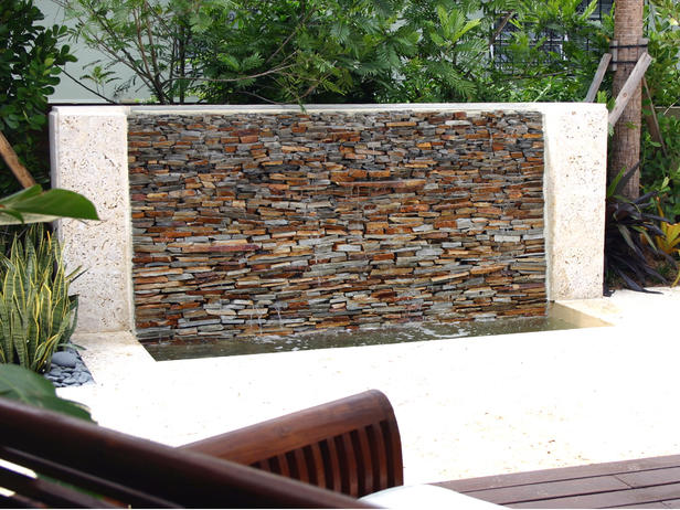 Ideas-for-a-Luxury-Garden-with-Water-wall-features.jpg