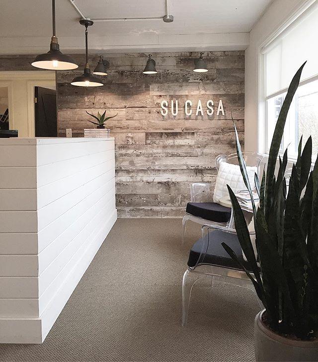 77d9870ede703fdf569c23fcb5608e7e--shiplap-office-rustic-shiplap-wall-office.jpg