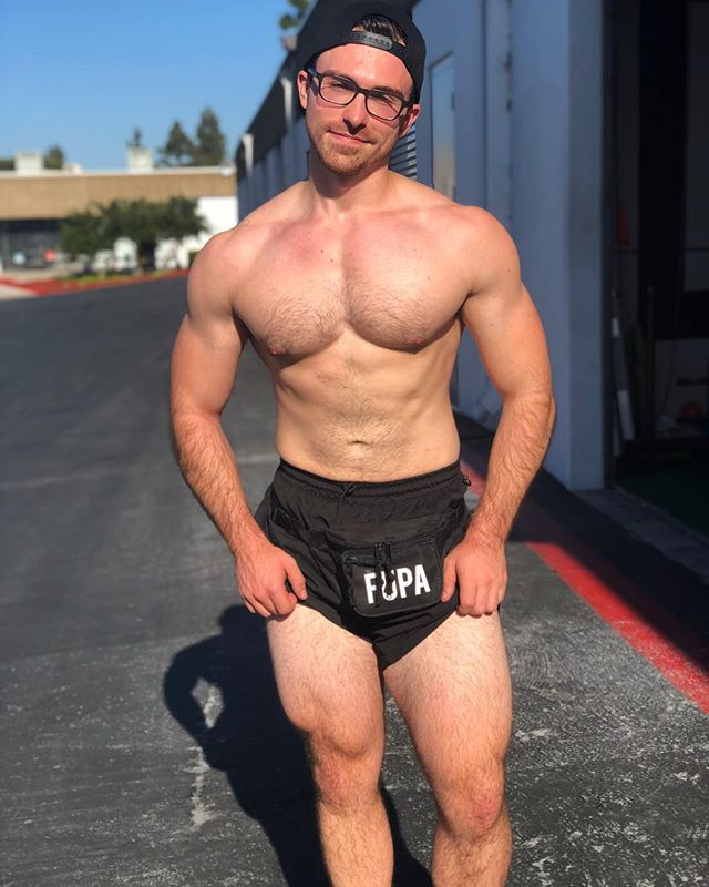 Gotta look more like a Californian. That means fanny packs and short-shorts. Oh and another douchey shirtless pic. Fanny pack from my girlfriend's side business @fupacks. They just restocked today, go snag one!