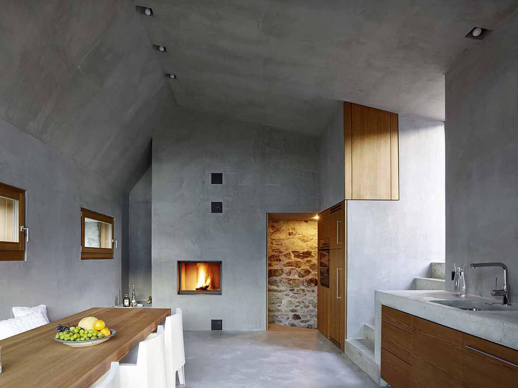 543dd604c07a80762d000250_stone-house-transformation-in-scaiano-wespi-de-meuron-romeo-architects_1430_cf030937.jpg