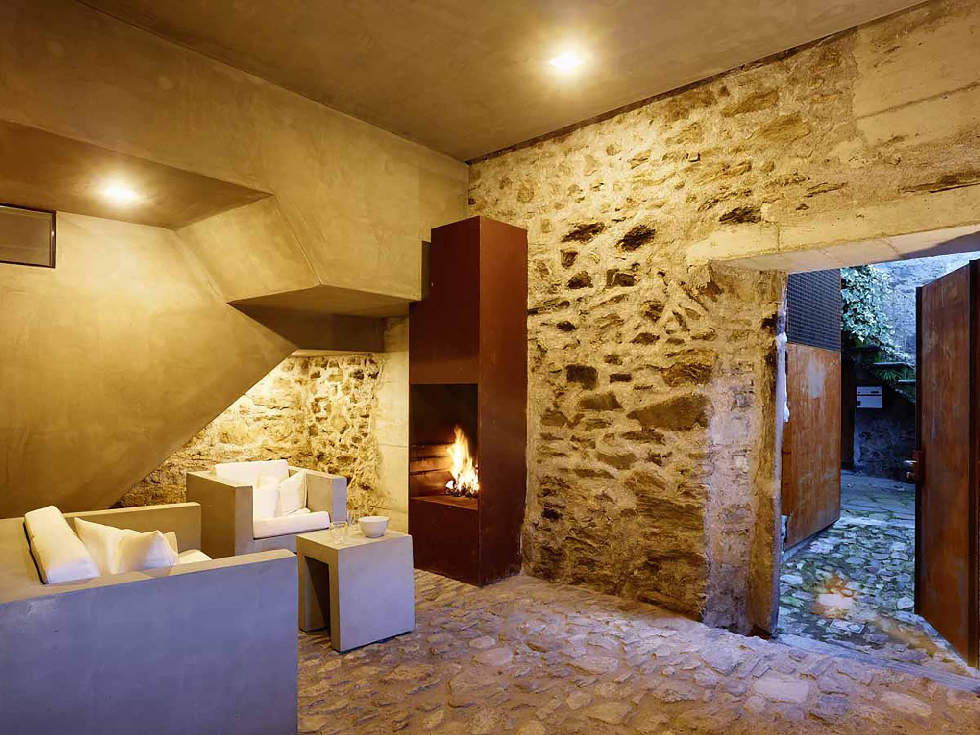543dd609c07a802a69000259_stone-house-transformation-in-scaiano-wespi-de-meuron-romeo-architects_1430_cf030986.jpg
