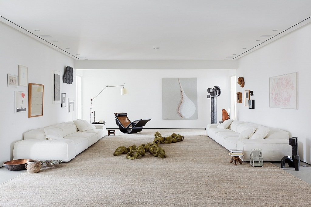a-family-apartment-for-an-art-collector-in-brazil-1-1024x682.jpg