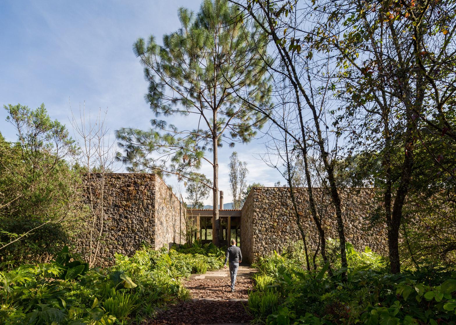 santana-house-cc-arquitectos-valle-de-bravo-mexico-city_dezeen_1568_8.jpg