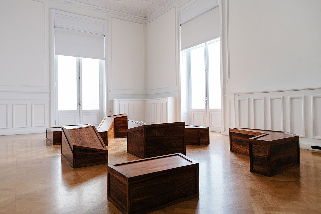 f7_ai_weiwei_at_museum_of_cycladic_art_rebar_and_case_2014_yatzer.jpg