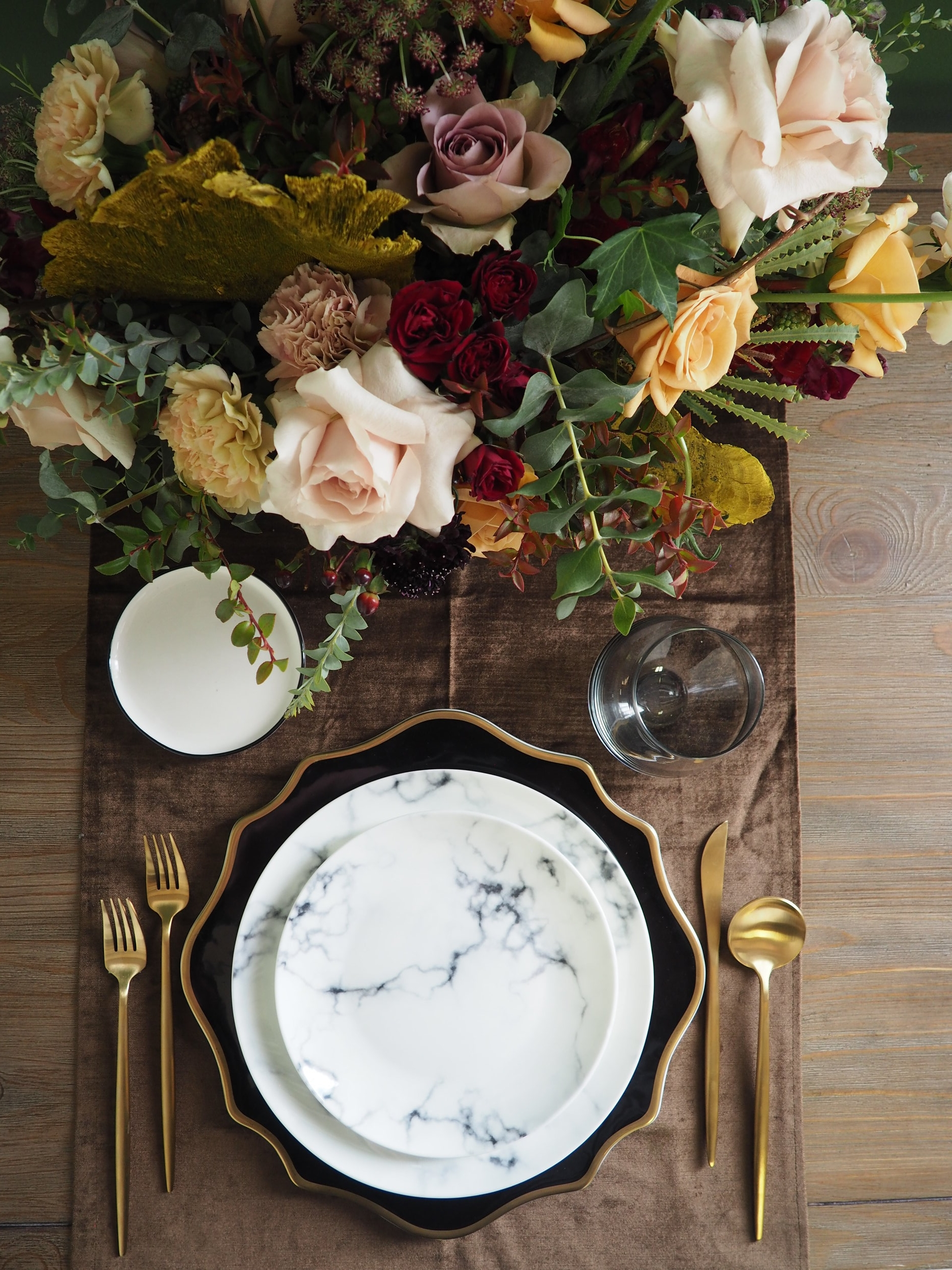 Smoke Grey Stemless, Gold Flatware, Aura Scalloped Black & Gold Charger, Marble Dinner and Salad Plates, Aura Black and White B&B
