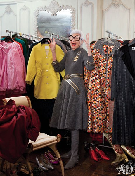 item8.rendition.slideshowWideVertical.iris-apfel-apartment-09-closet.jpg