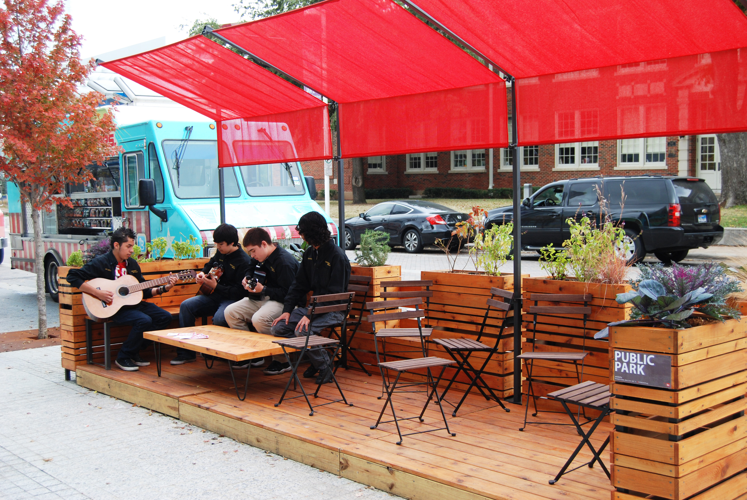 The La Rondalla student guitar group enliven the parklet
