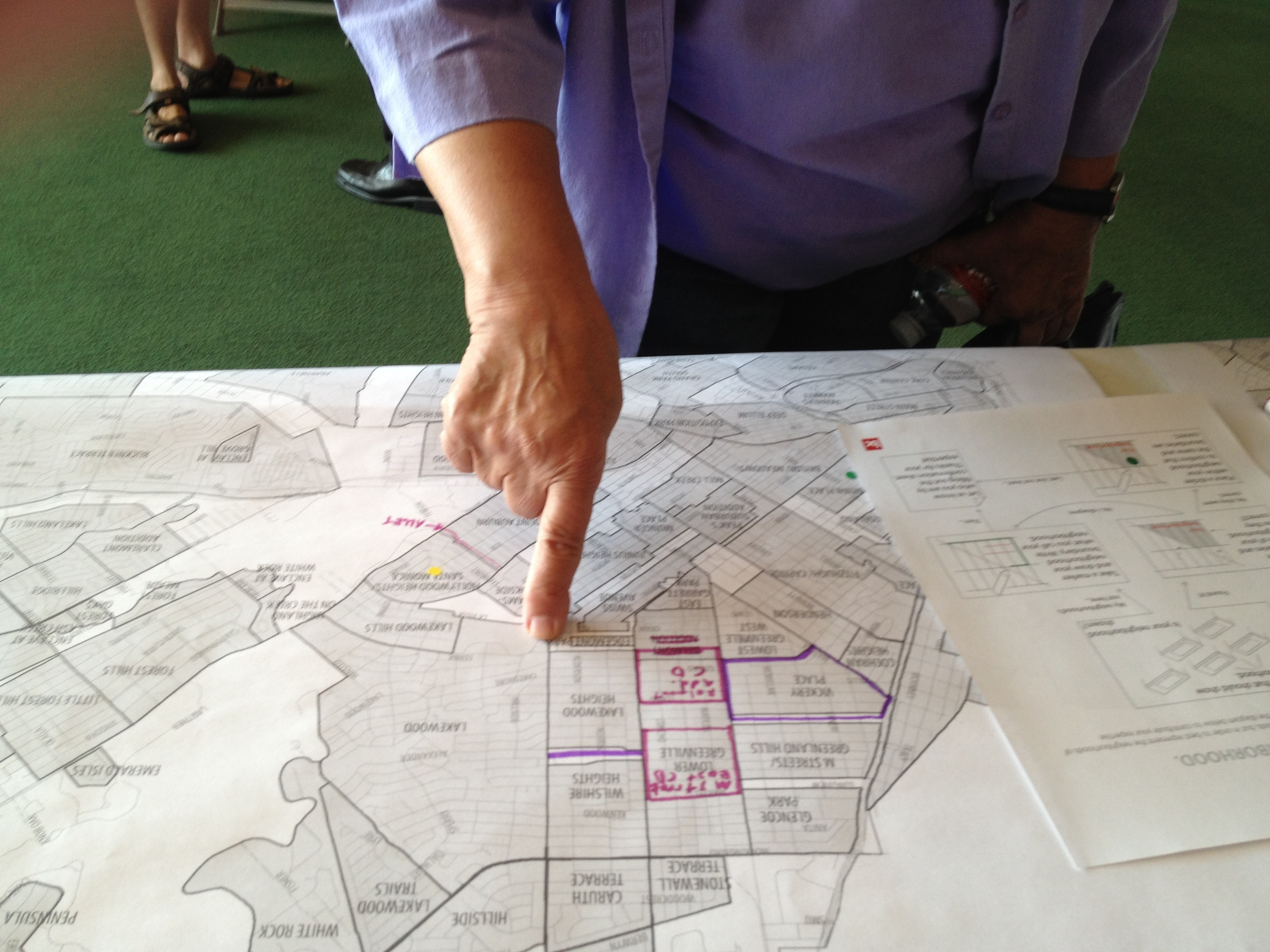 Checking out neighborhood boundaries at the Dallas Homeowners League Boot Camp, 2012