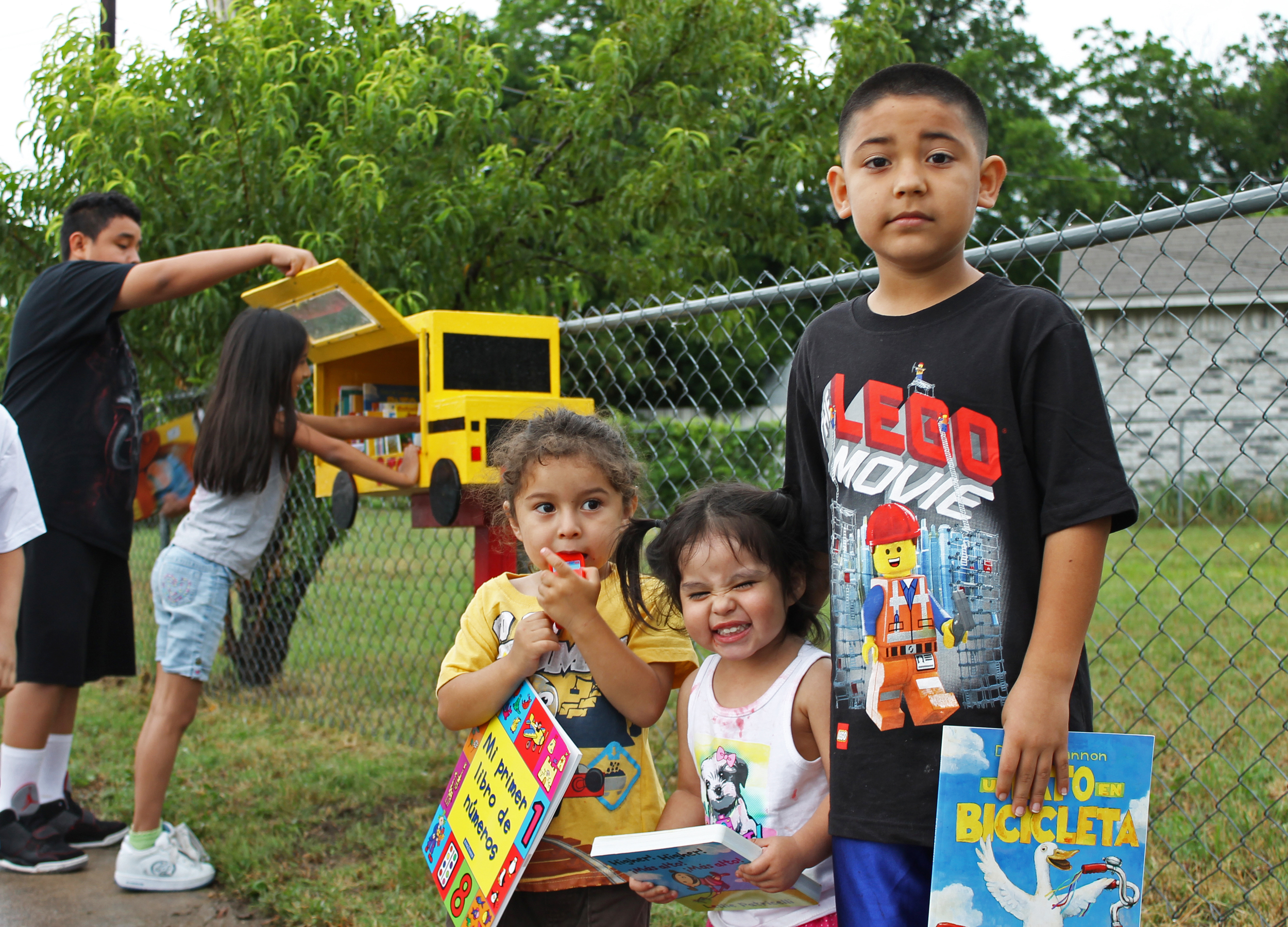 Avance Little Free Library / Libros Libres