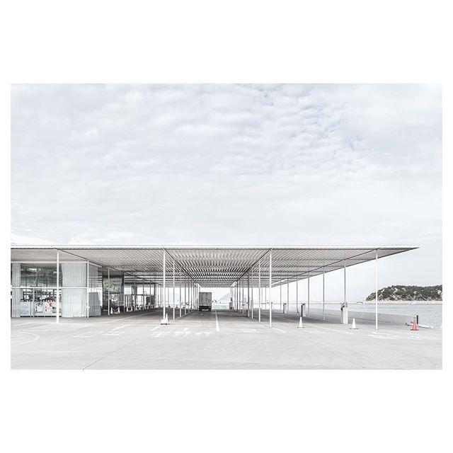 Naoshima Ferry Terminal by SANAA Architects #everythingtheydo #alwaysaninspiration 🕶 #SANAA #contemporary #architecture #japaneseaesthetic #minimal #clean #websitedesign
