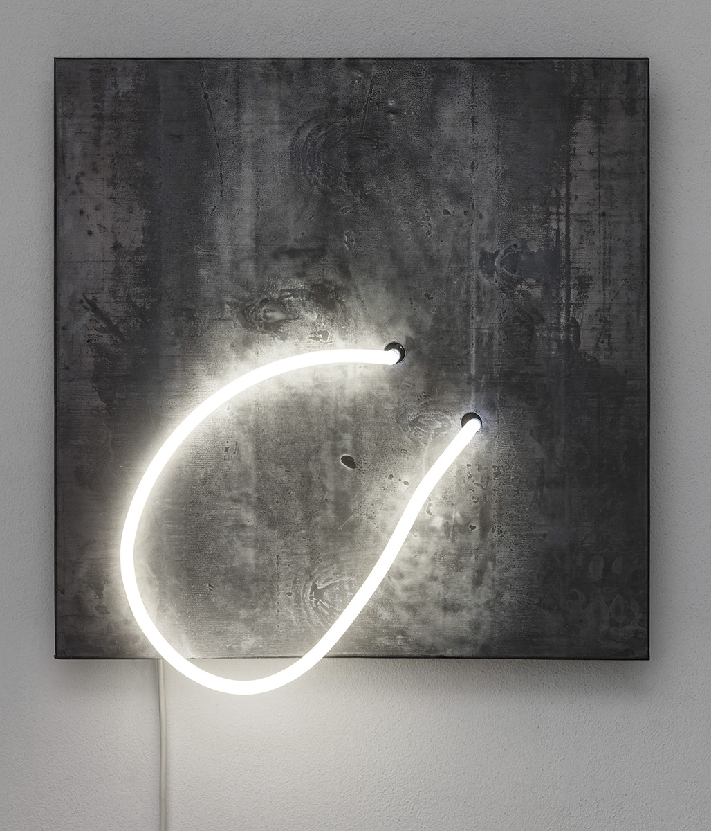 Balloni, 2017 45 x 45 x 12 cm Neon light, wood and lead
