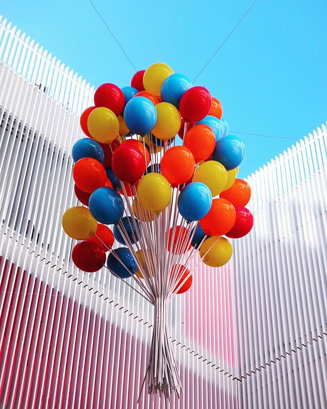 Mood 🎈// #lookingup #colorstory #museumoficecream #miamibeach #miami