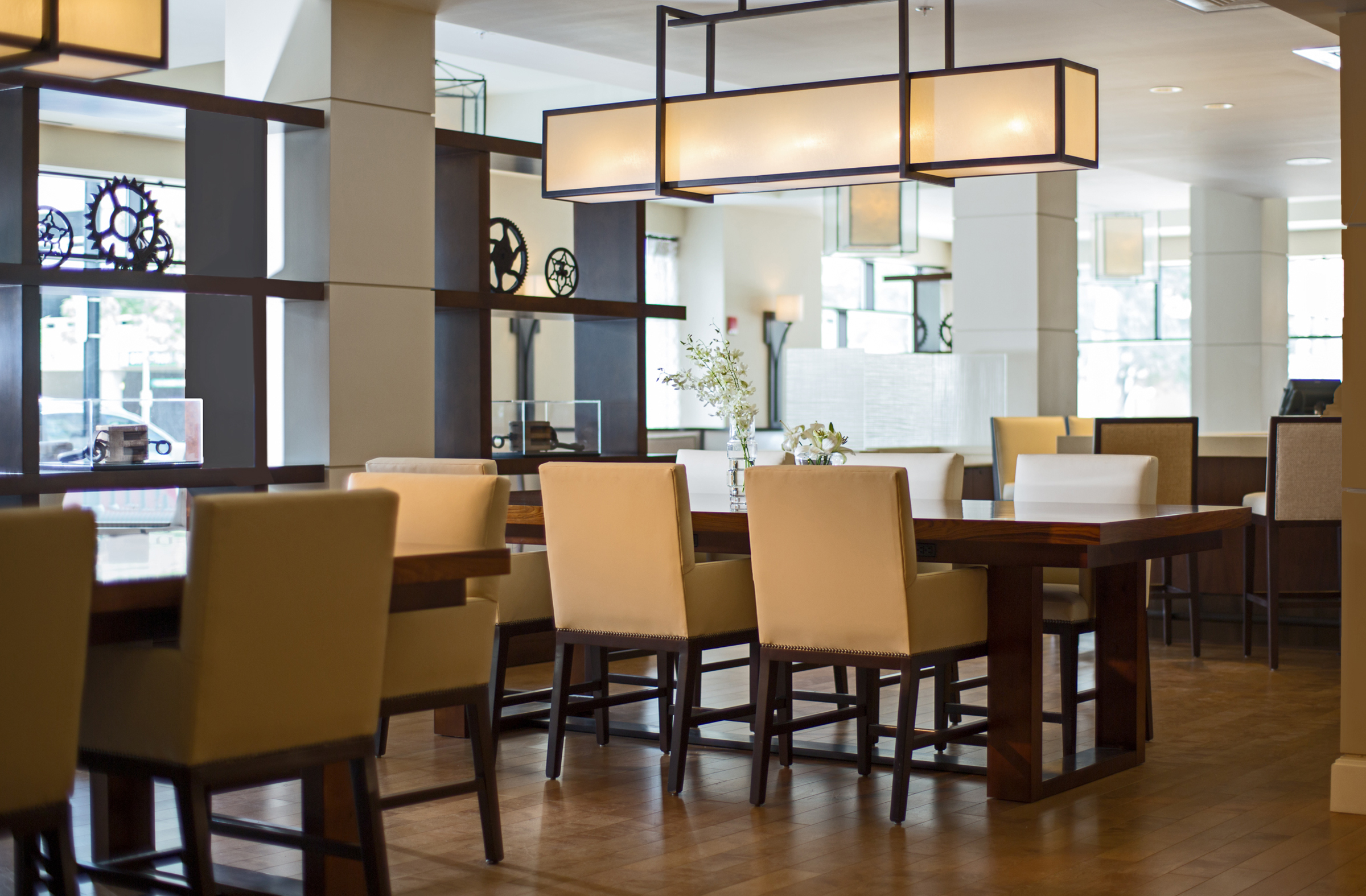 PM Lobby_Great_Room_Bar_Seating_9291.jpg