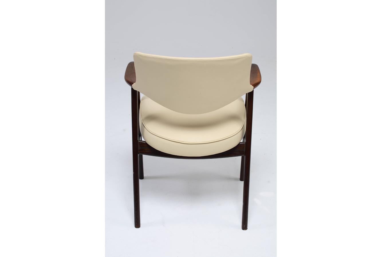 Chair_7_004_gallery_block_cleaned.jpg