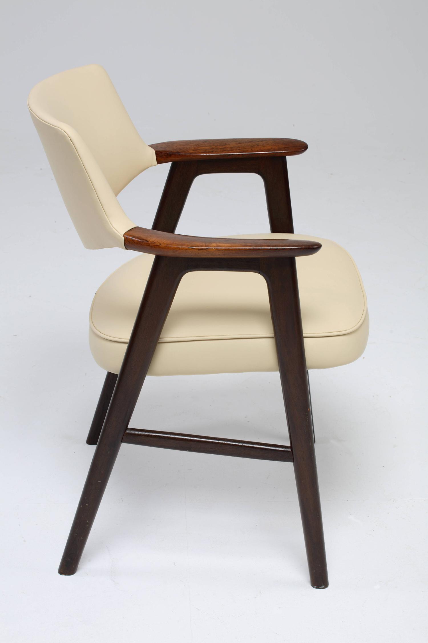 Chair_7_003_resize.jpg