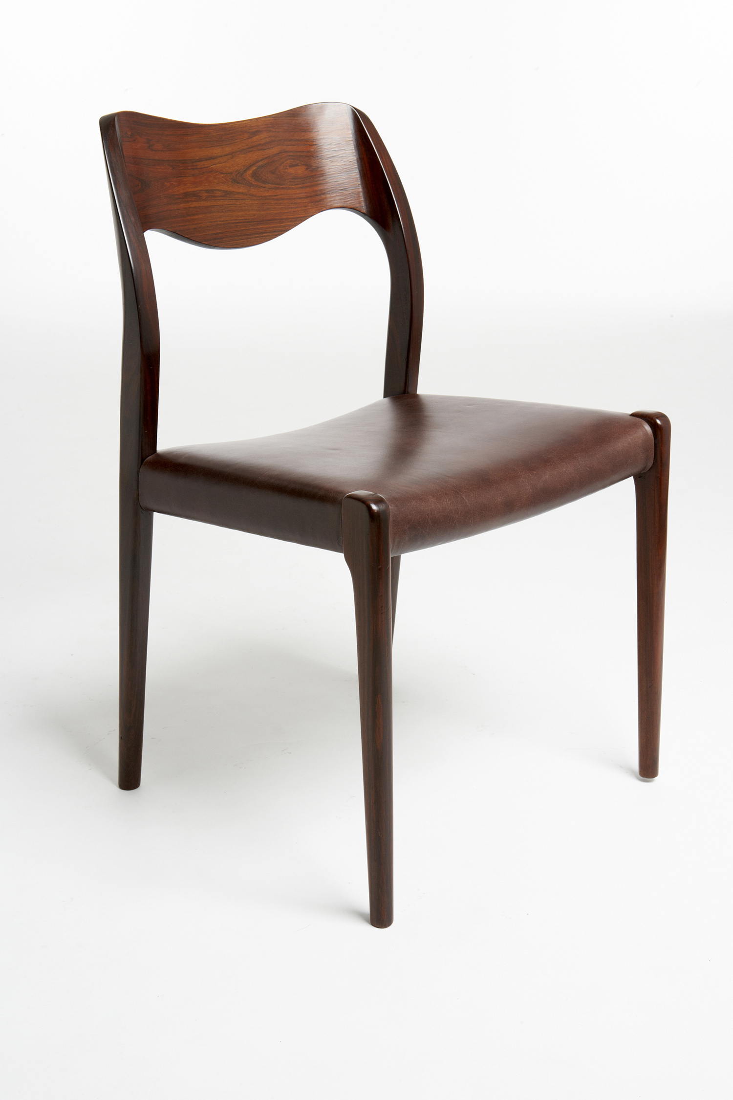 Moller 1951 Dining Chair   • made 1951-90    •