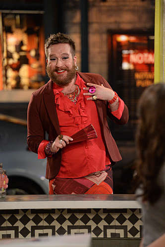 "As ""I"" in 2 Broke Girls"
