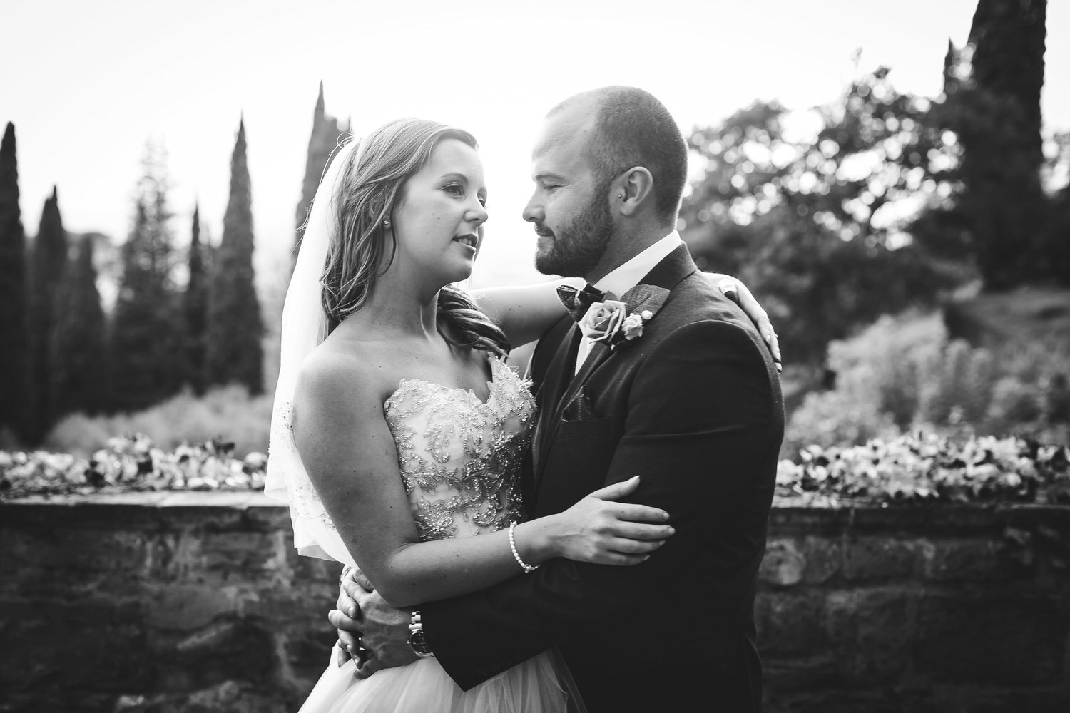 bride and groom at villa le fontanelle