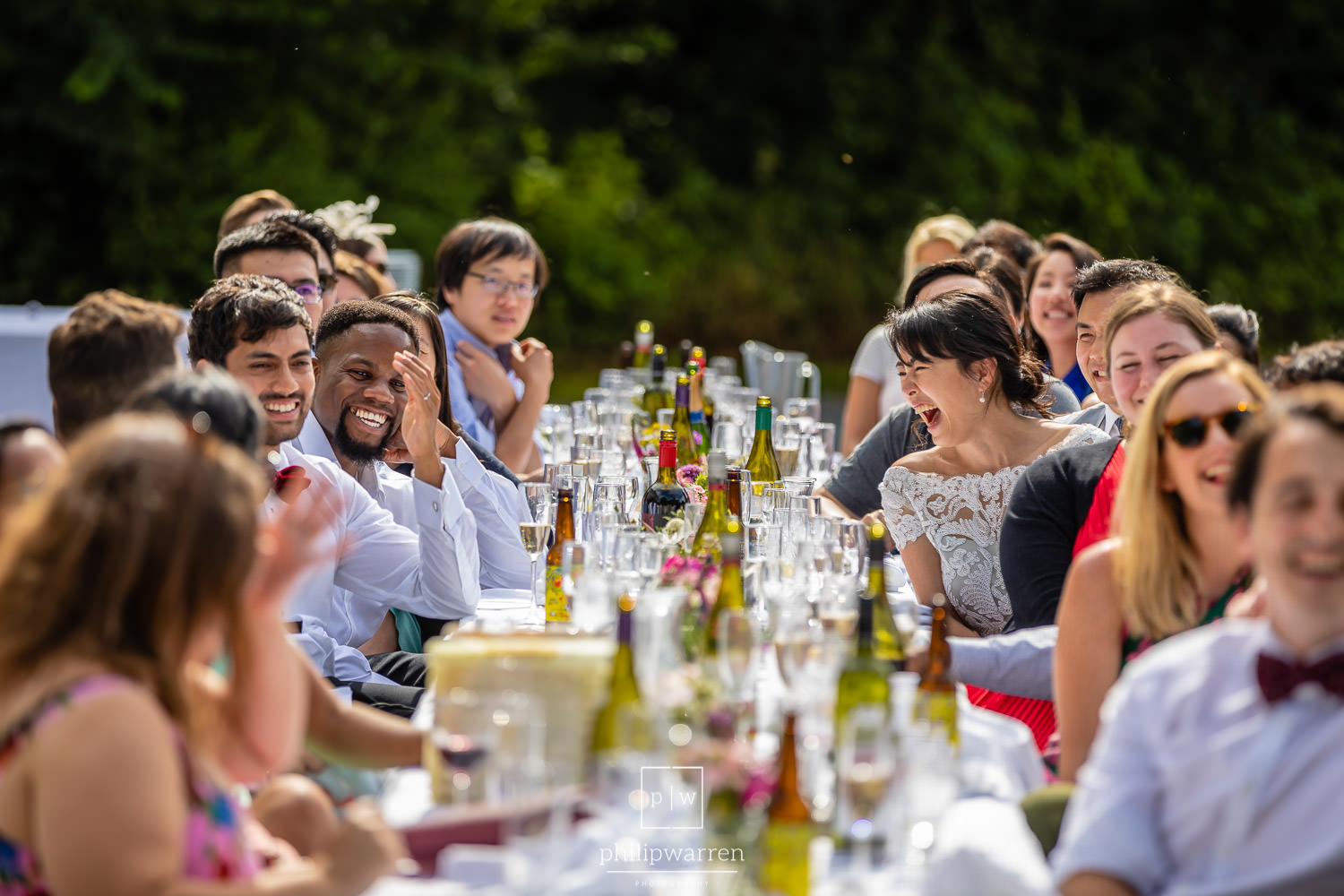 guests laughing during soeeches at plas glansevin