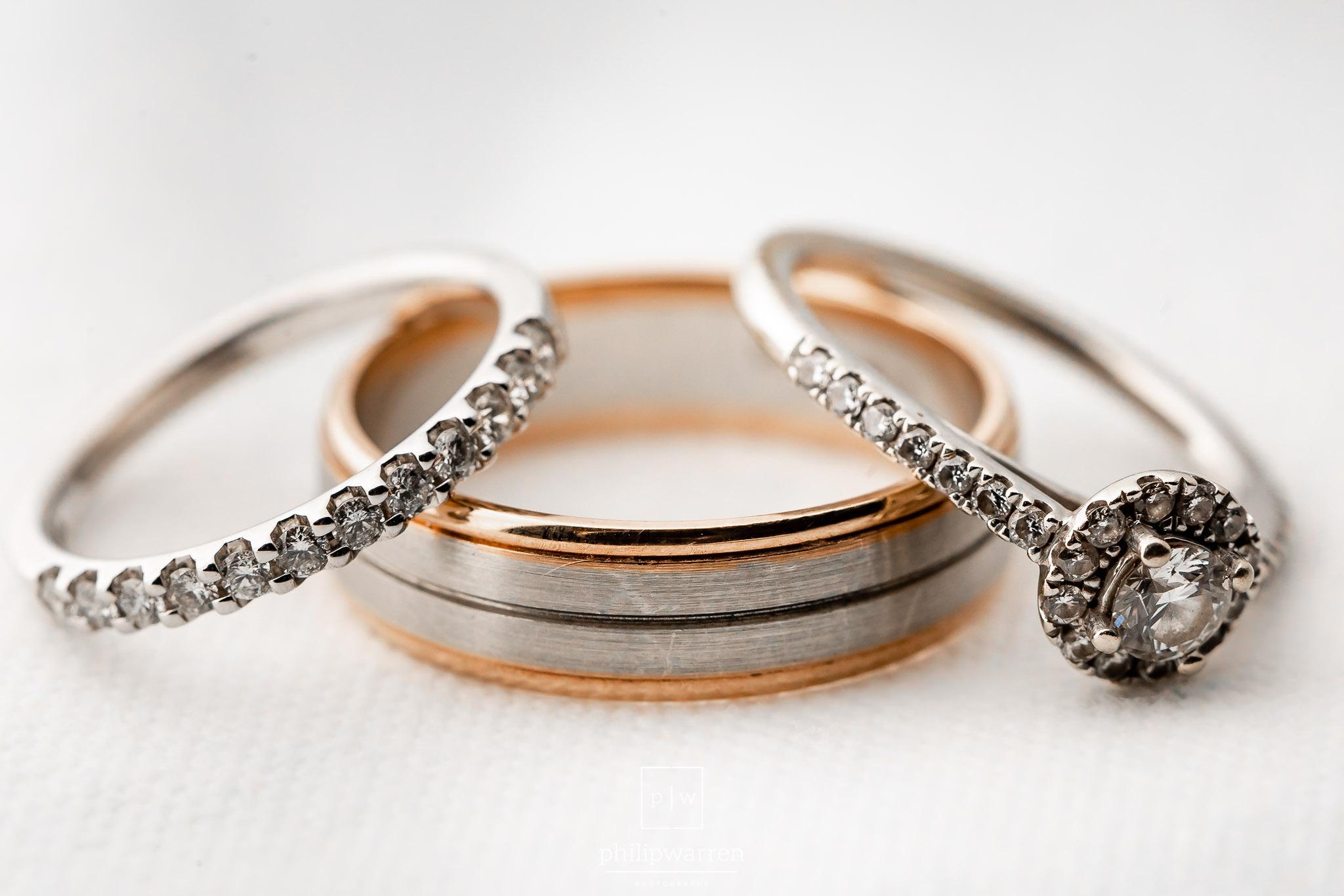 macro phot of the wedding rings