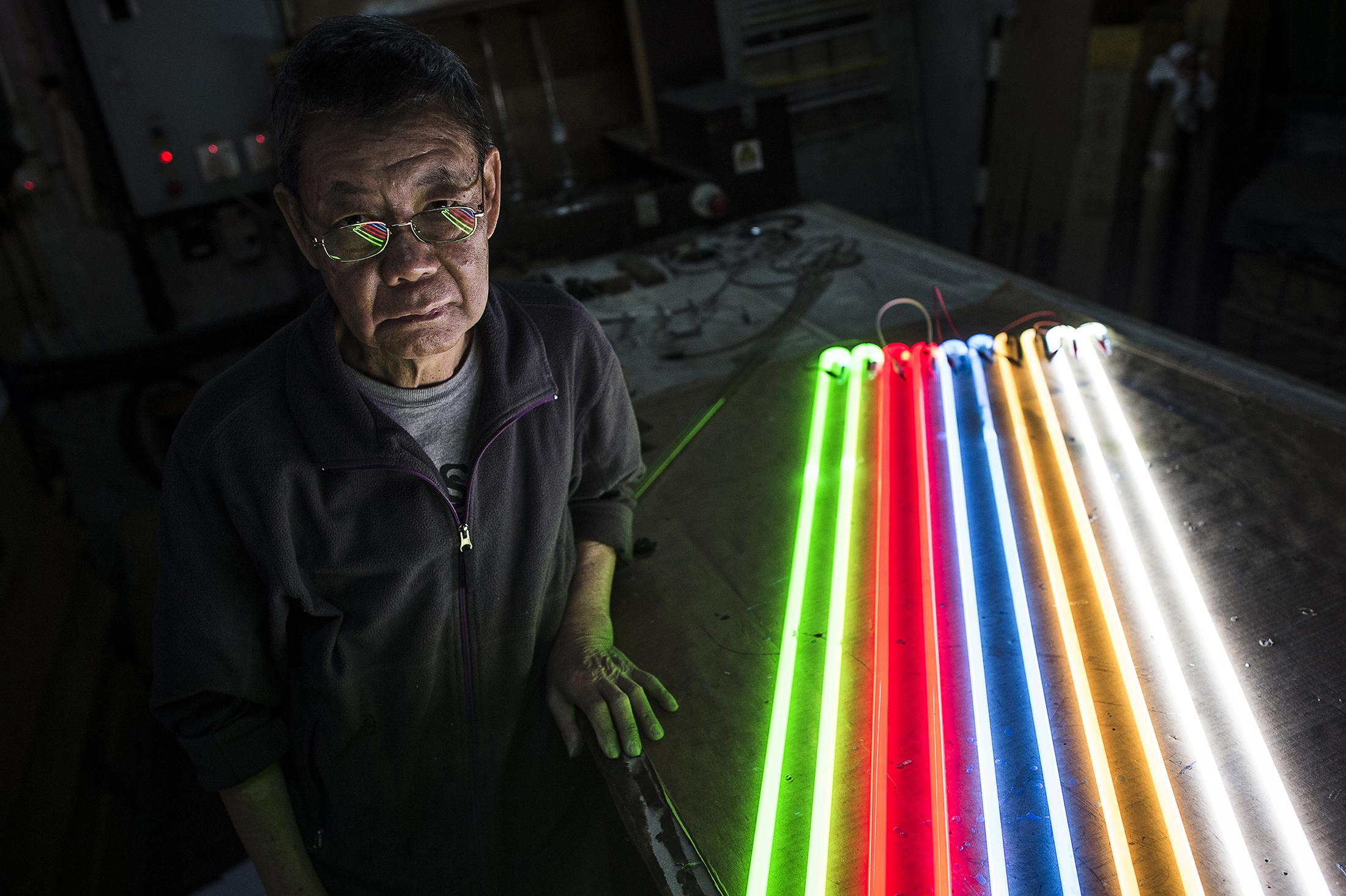 Lau Wan  Neon sign maker