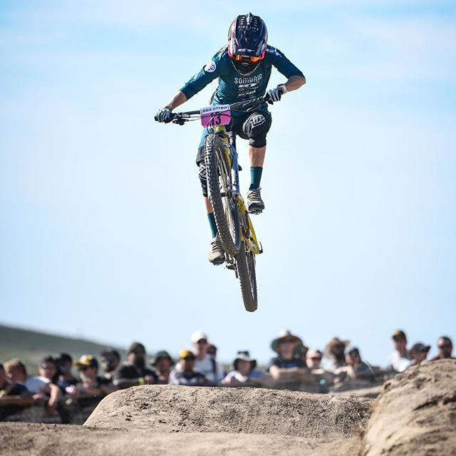 The @rachelstrait1 🚀  #seaotterclassic #dualslalom #race #mtb #air #hangtime #liftoff #style #float #dirt #bike #ride