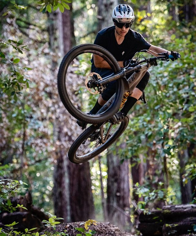 Send it into the weekend with style.  A quick snap from a fun shoot with @nickyd358 yesterday. . . . #mtb #style #air #jump #ride #bike #mountainbike #photoshoot #athlete #dirt #forest