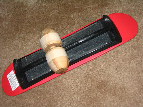 The track on the bottom of the board that sits inside the groove of the roller is what makes Vew-Do balance boards unique.
