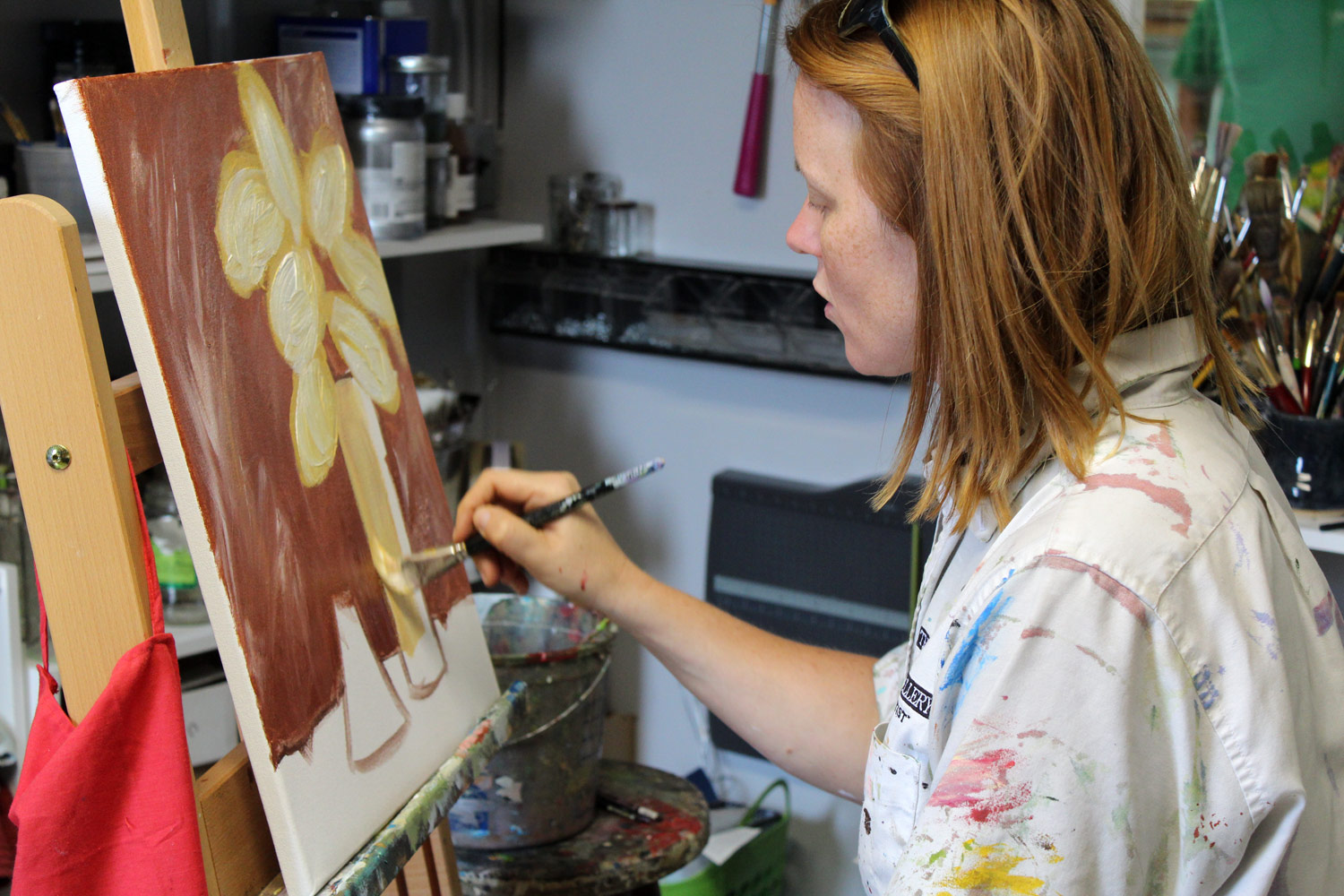 tracey-marshall-in-her-studio-painting-floral-still-life-IMG_2424.jpg