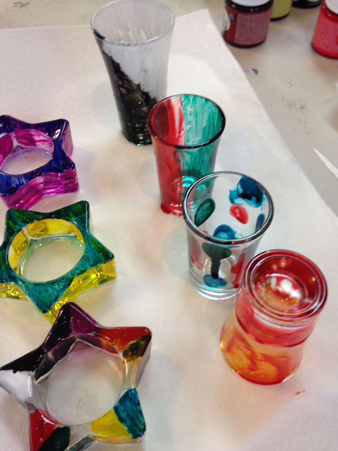 painted-glass-in-kids-art-parties-classes-and-camps-in-greensboro-nc-with-artist-tracey-j-marshallIMG_0267.jpg