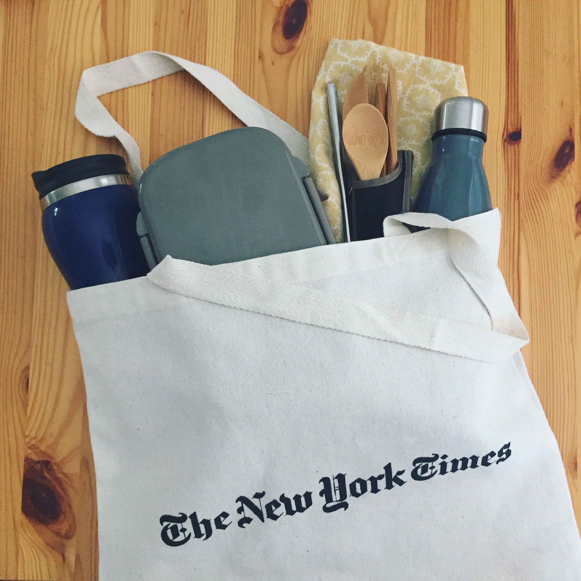 I carry a #zerowaste on-the-go kit with my water bottle, utensils, mug, container, napkin, and straw in a reusable tote!