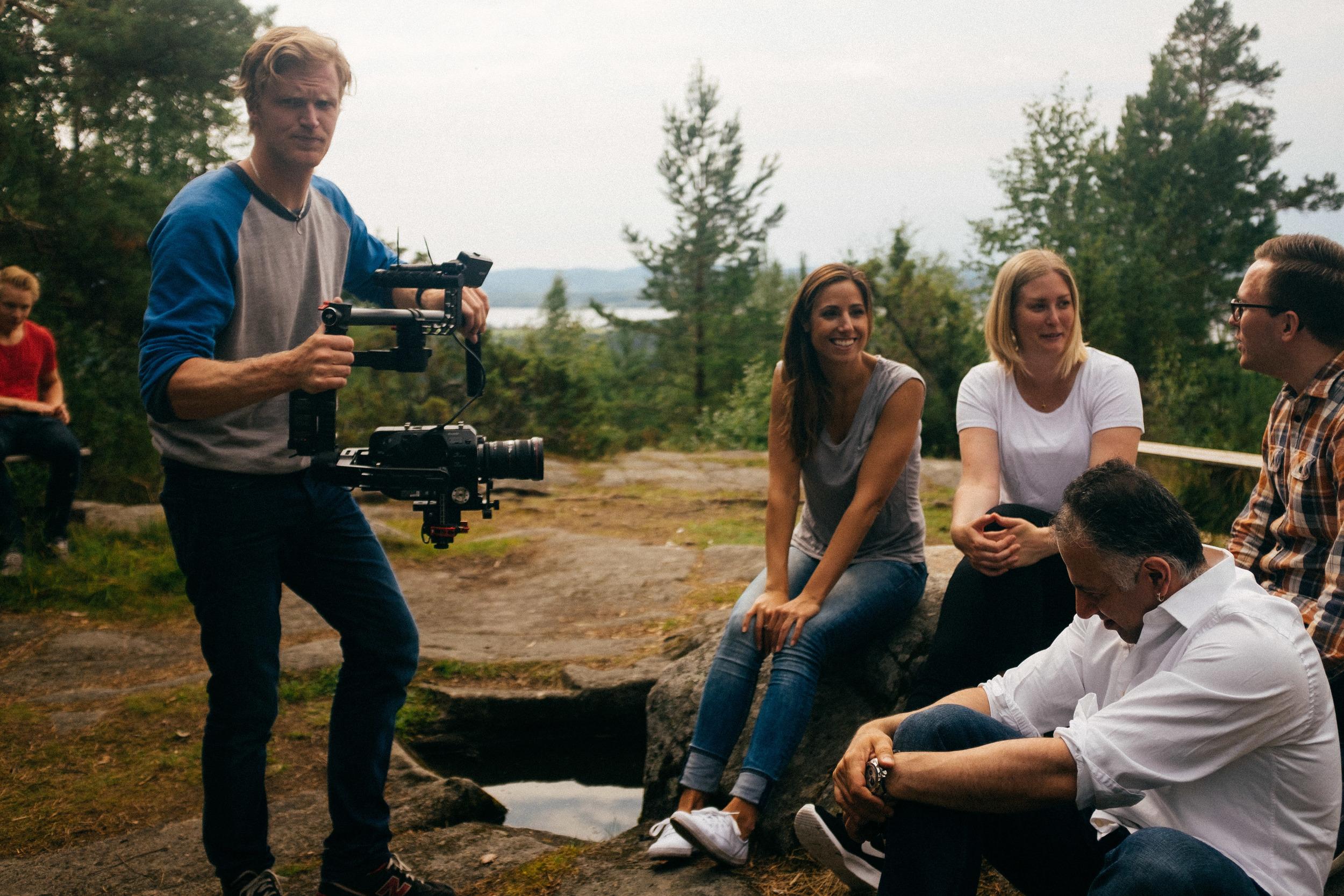 Martin fotar skådespelarna på Digerberget med FS7 och Ronin. En scen som senare blev bortklippt.