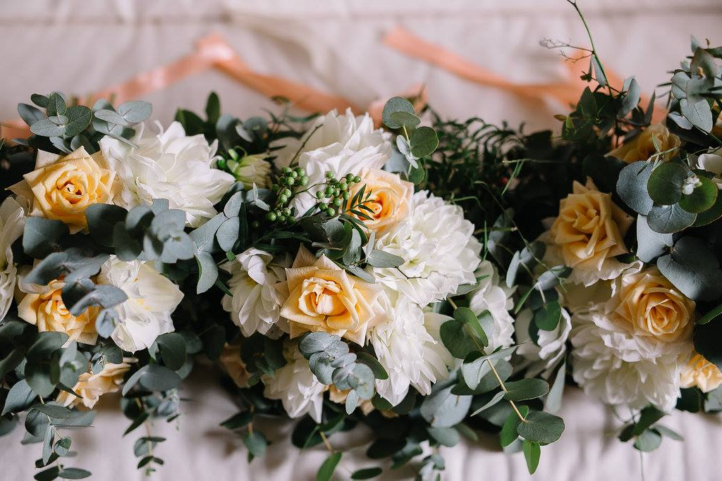 Loose bridal boquet.jpg