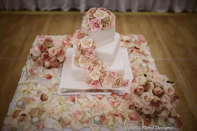 Rose bouquets wedding-2.jpg