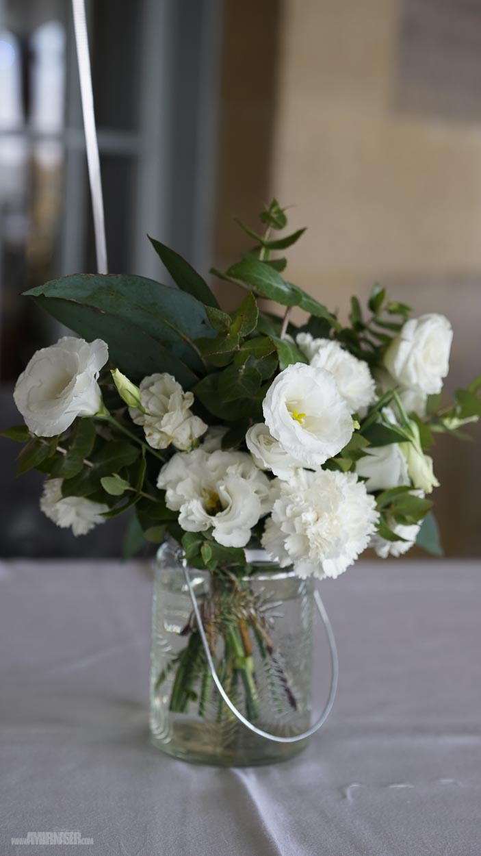 White & green floral centerpiece‪.jpg