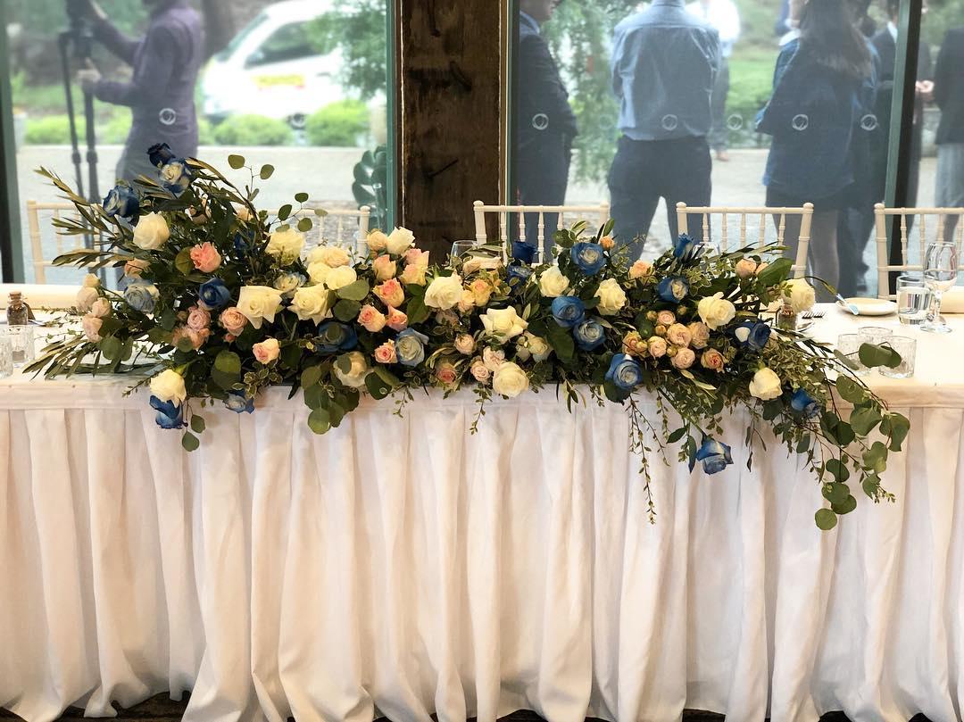 Bridal table flowers, blue roses.jpg