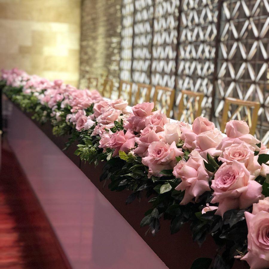 bridal table hedge pink.jpg