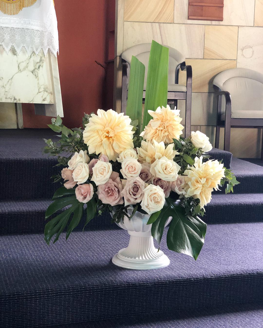 ceremony flowers in urn.jpg