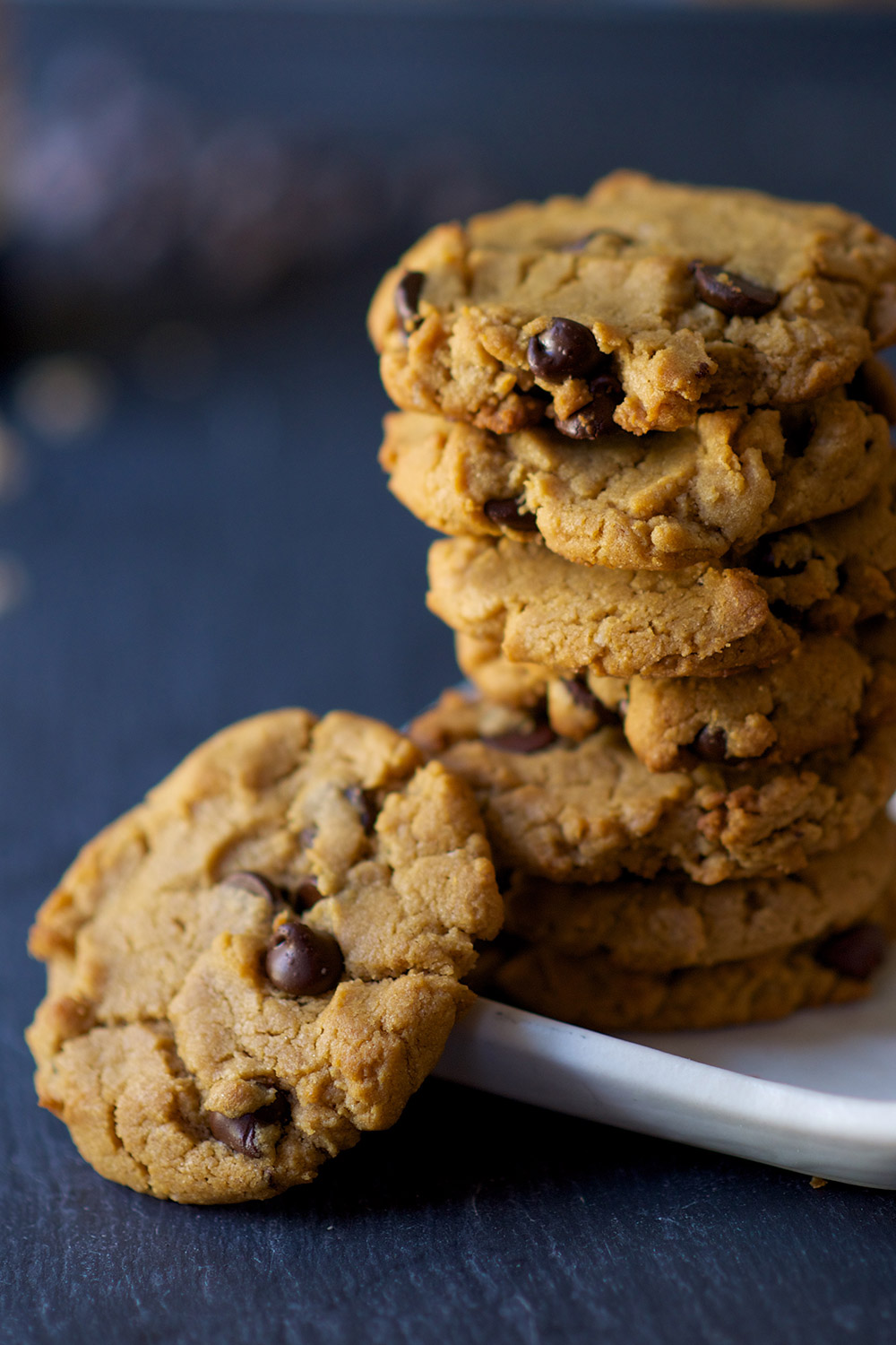 flourless-peanut-butter-chocolate-chip-cookies-2_0915.jpg